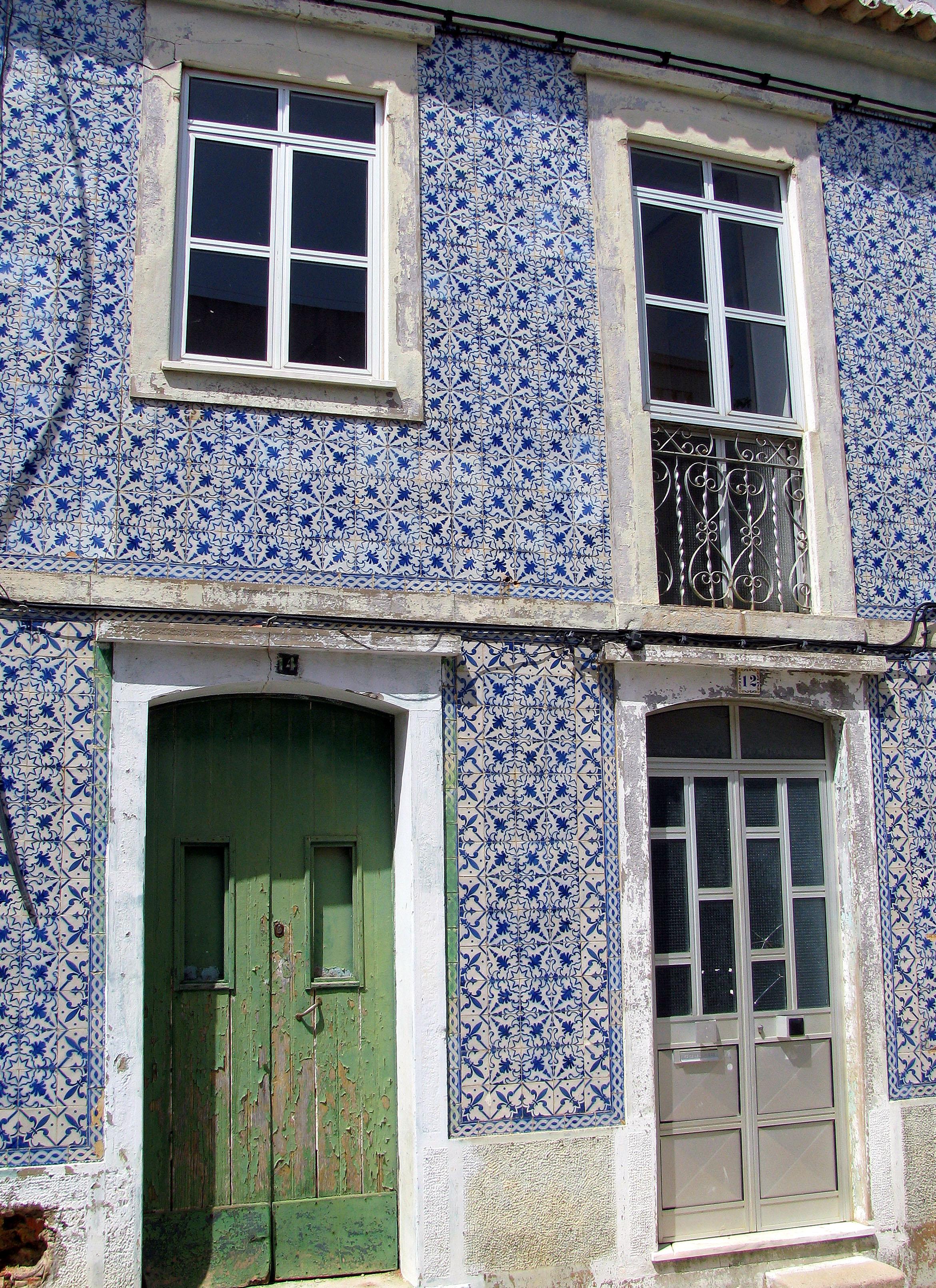 Tiles ice tea and toilet rolls algarve blog for House tiles