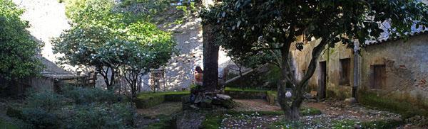 Monchique convent courtyard
