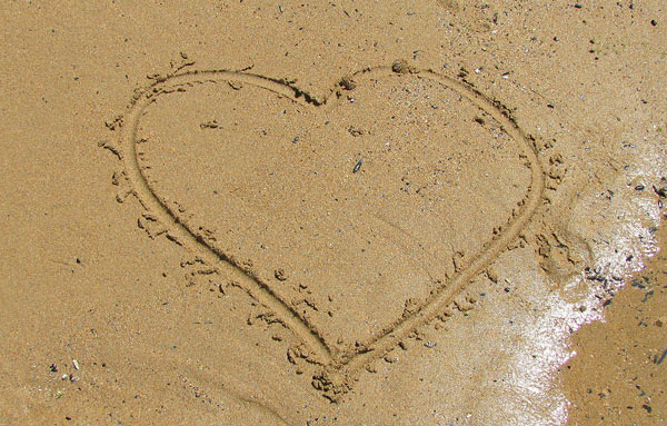 heart in the sand picture